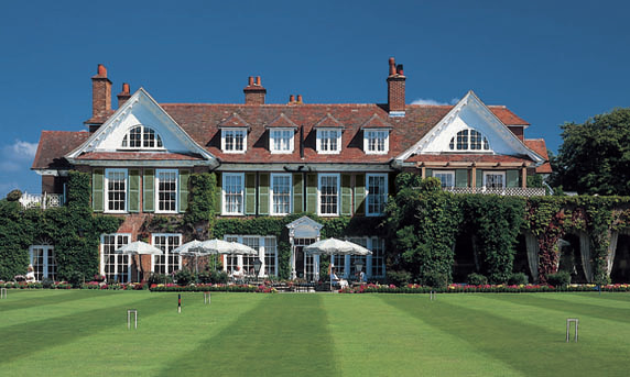 Chauffeur driven Mercedes to the Chewton Glen in the New Forest